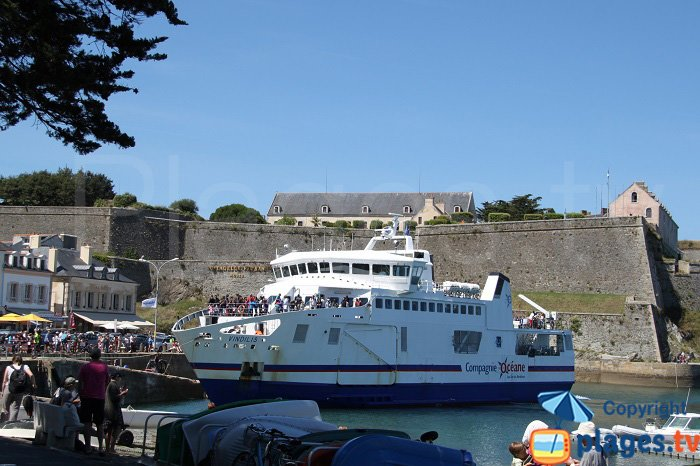 Ferry dans le port du Palais à Belle Ile