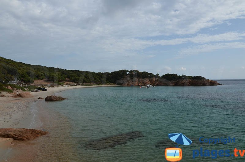 Crique dans le sud de la Corse à Monacia d'Aullène