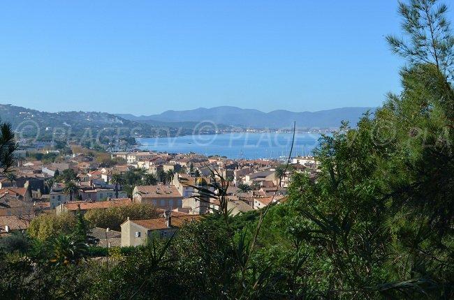 Vue sur St Tropez et sur sa baie