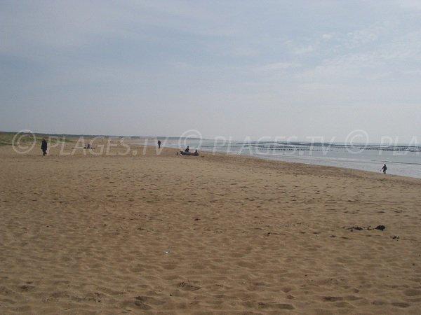 Grand Plage de La Faute sur Mer en direction de la Pointe d'Arçay