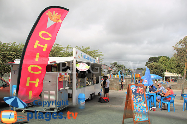 Chichis et aire de jeux sur la grande plage de Damgan