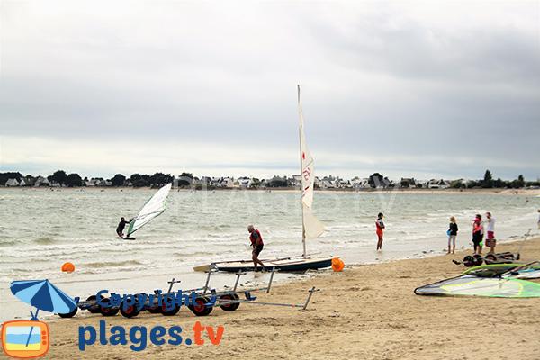 Plage pour les sports nautiques à Damgan