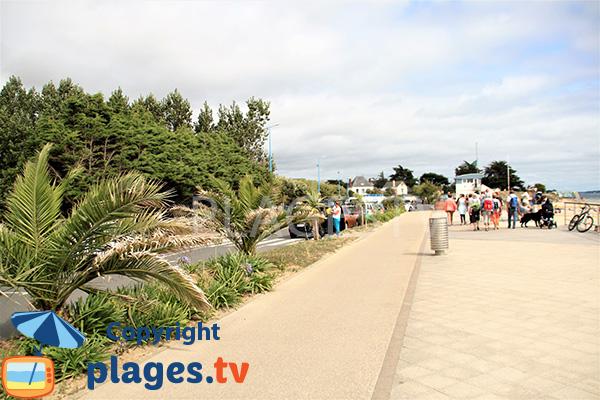Promenade sur la grande plage de Damgan