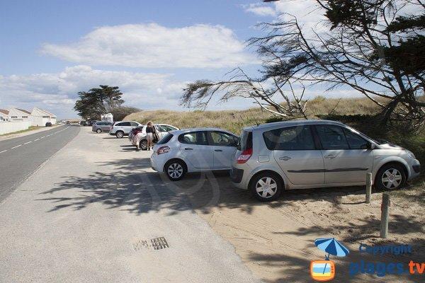 Parking along the Gavres beach towards Plouhinec