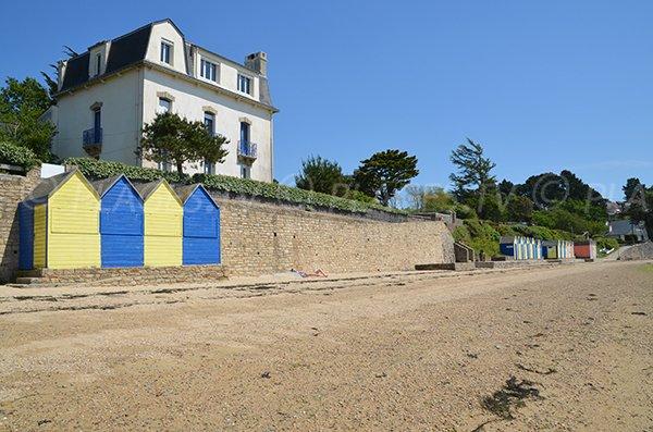 Belle maison avec cabines de bains sur l'ile aux moines