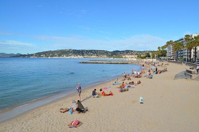 Grande plage de Juan les Pins en septembre