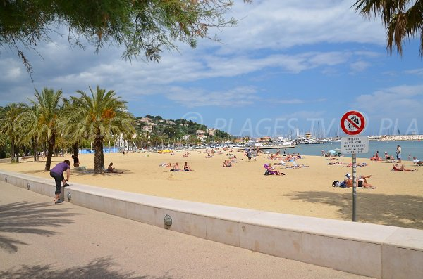 Pesdestrian Promenade along the beach of the Lavandou