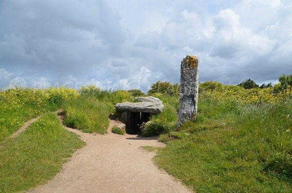 Dolmen des Pierres-Plates de Locmariaquer - Bretagne