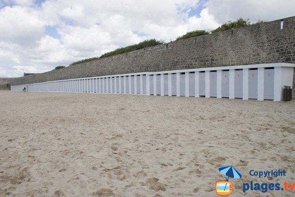 Cabines de bains sur la plage de Port-Louis