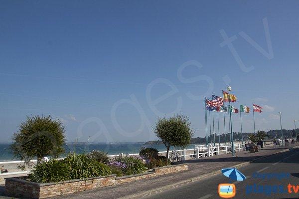 Front de mer de St Cast à proximité de la principale plage
