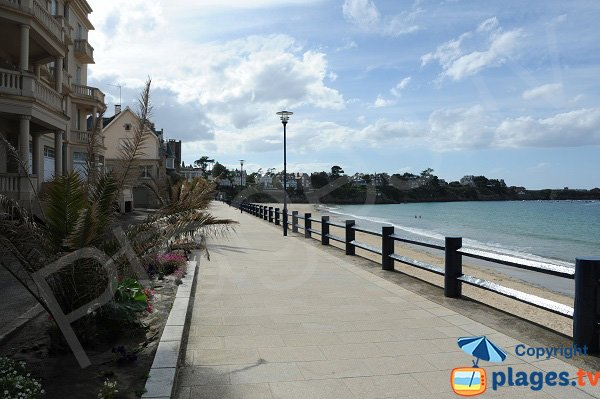 Pedestrian promenade along the main beach - Saint Lunaire
