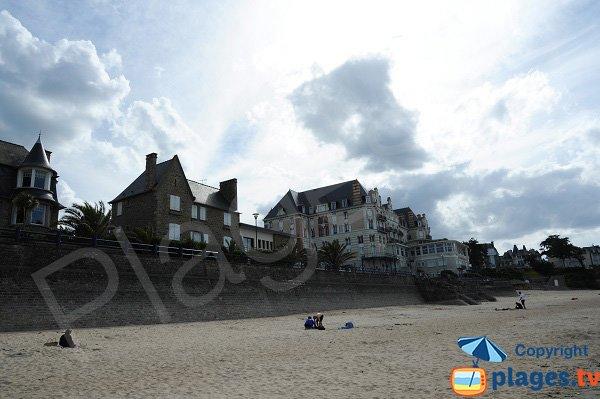 Belles villas du front de mer de St Lunaire