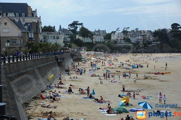 Grande plage de Saint Lunaire en été