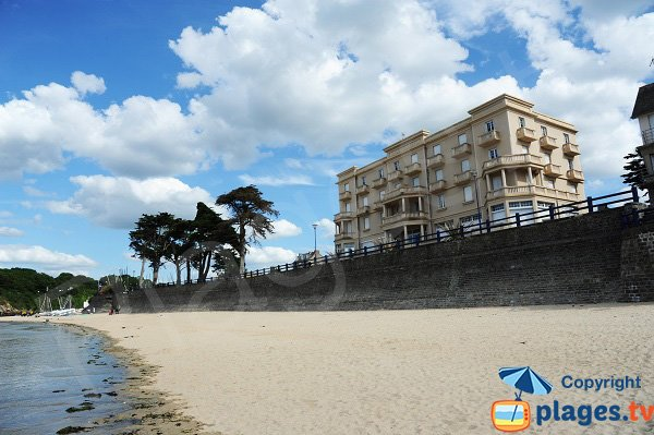 Photo of the grande beach in St Lunaire in Brittany