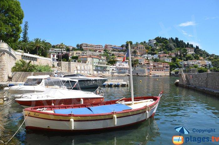 Petit port privé au Grasseuil à Villefranche