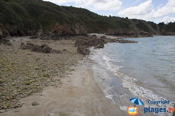 Plage de sable et de galets à Gwin Zegal - Plouha