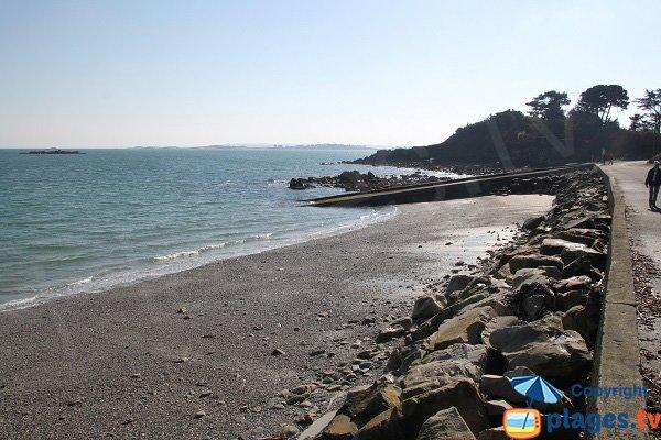 Cale de mise à l'eau sur la plage du Man à St Pol de Léon