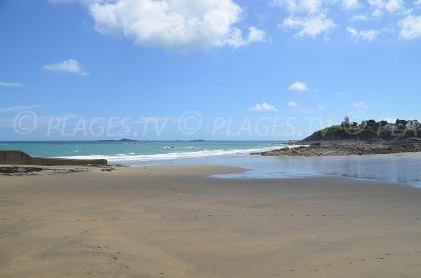Marée basse sur la plage de la Grève Noire à Saint Quay Portrieux