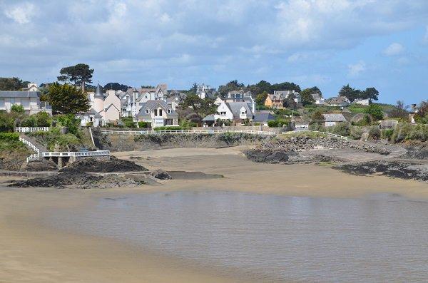 Vue générale de la plage de la Grève Noire à St Quay