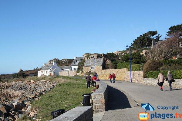 Promenade le long de la plage de Primel à Plougasnou