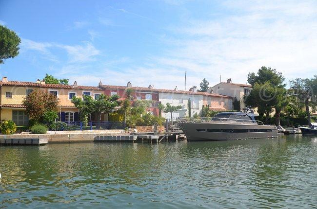 Port Grimaud et ses maisons provençales