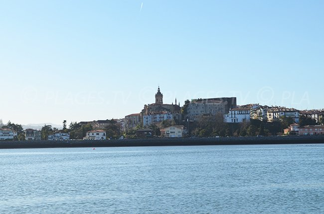 Hondarribia: vue depuis Hendaye