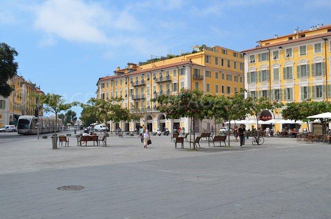 Immeuble niçois sur la Place Garibaldi