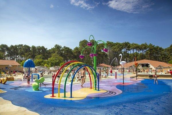 Jeux pour les enfants dans la piscine du camping de Seignosse - Les Oyats