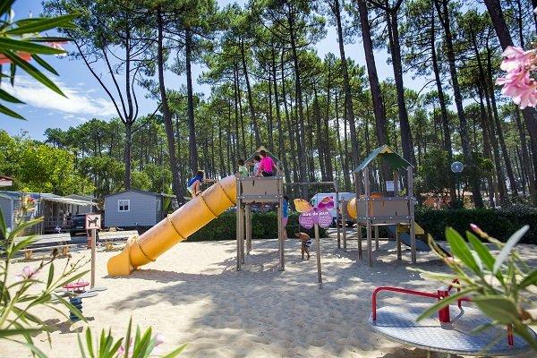 Aire de jeux pour les enfants au camping Les Oyats - Seignosse