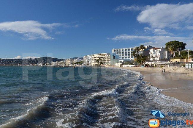 Juan les Pins: le front de mer depuis la plage
