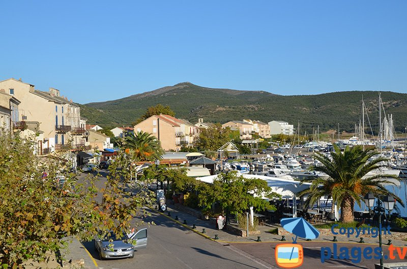 Le port de Macinaggio au nord du Cap Corse