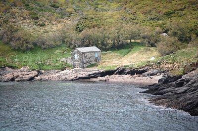 Maison sur le littoral dans le golfe d'Alisu dans le Cap Corse