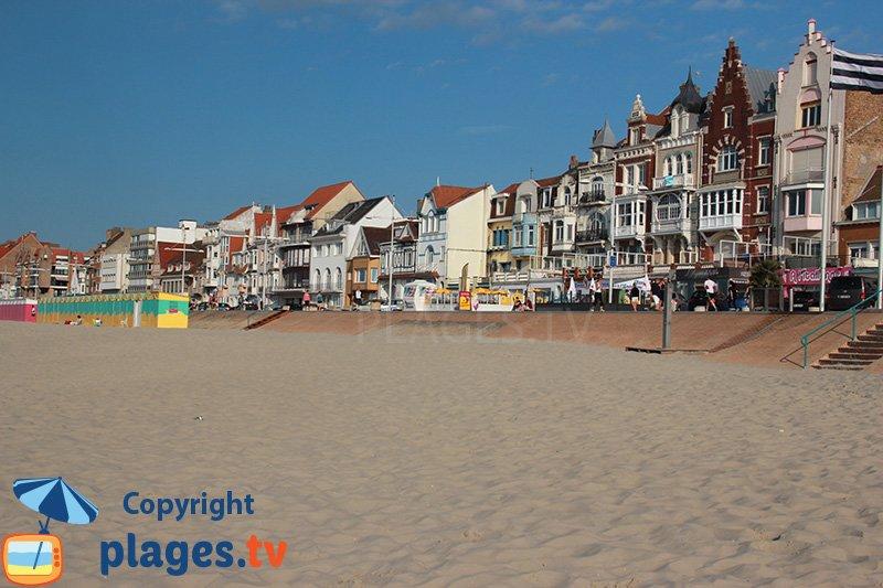 Les belles maisons de Malo les Bains vues depuis la plage