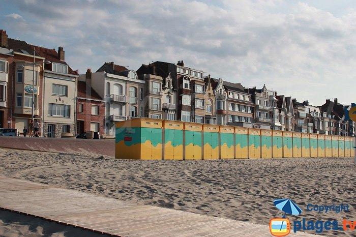 Le front de mer et les cabines de bains de Malo les Bains