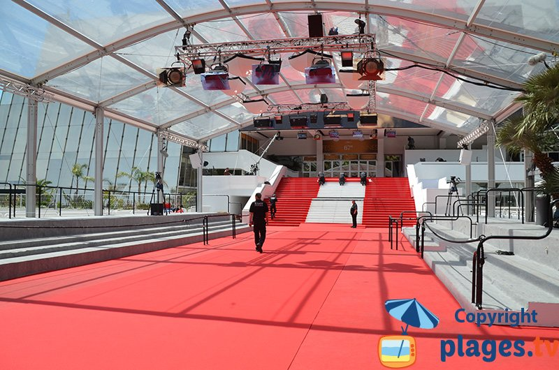 Palais des festivals de Cannes avec ses marches rouges