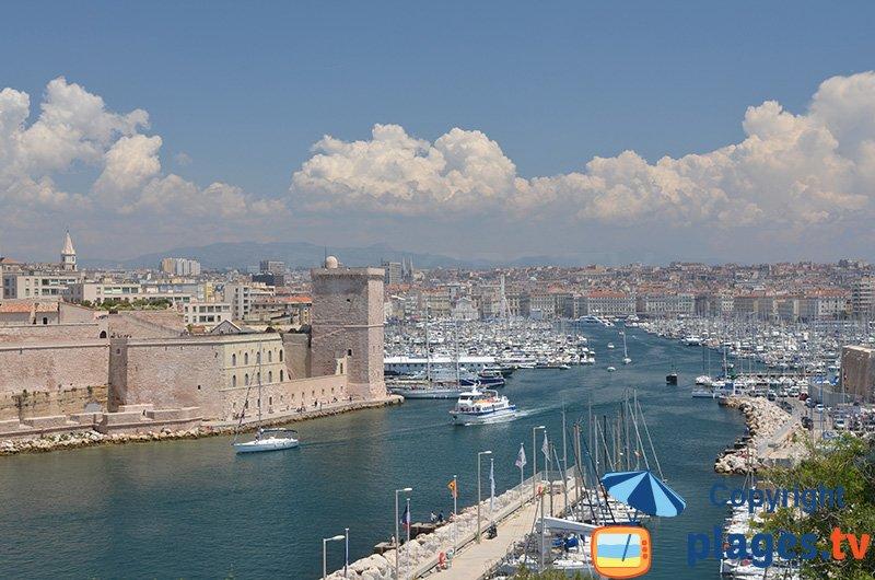 Port de Marseille avec le chateau