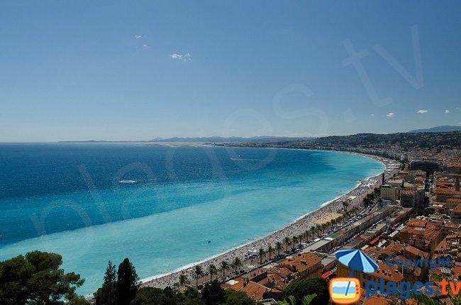 Le Vieux Nice et la plage vue depuis la colline du chateau