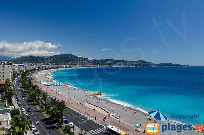 Bord de mer de Nice en direction du Cap Ferrat