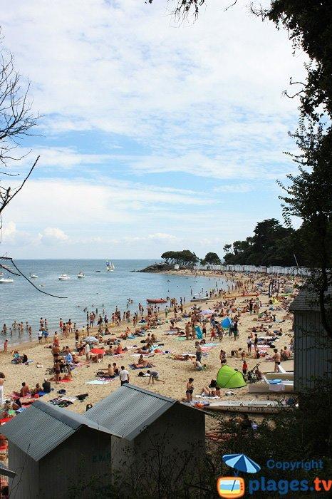 Le spiagge di Dames in piena estate con le sue cabine da spiaggia