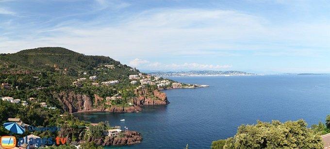 Panorama depuis la Corniche d'Or vers Cannes