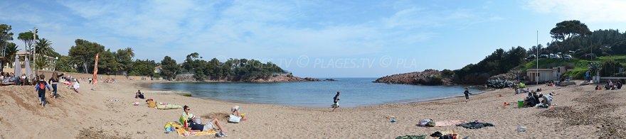 Panorama de la plage du Camp Long à Agay, Le Dramont