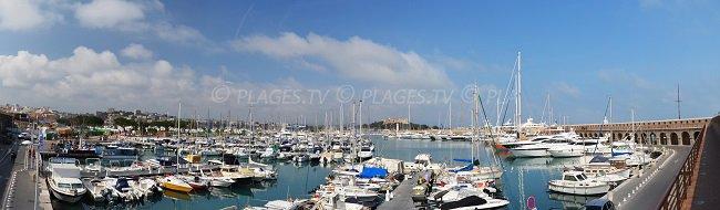 Port d'Antibes avec les remparts