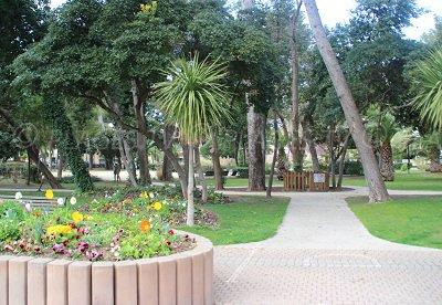 Parc dans le centre-ville de Balaruc les Bains