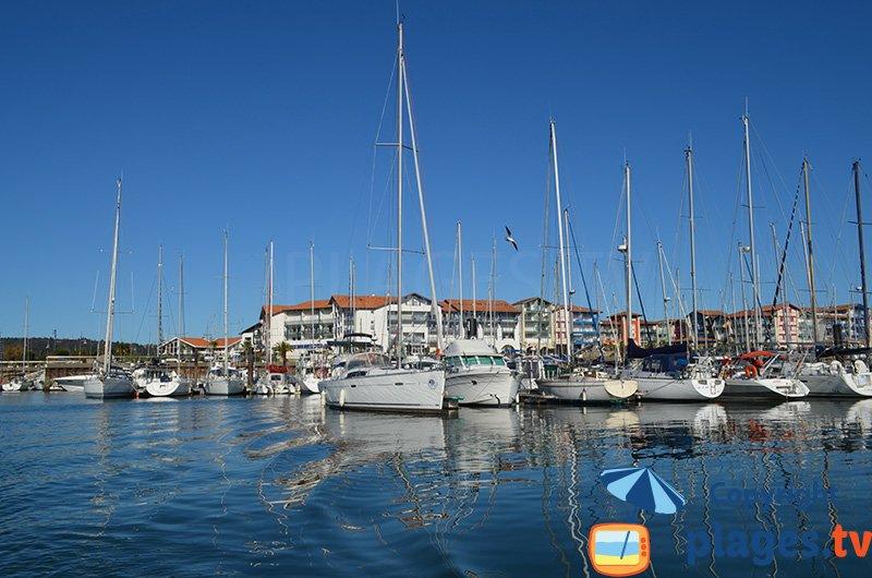 Hendaye et son port avec son style Basque