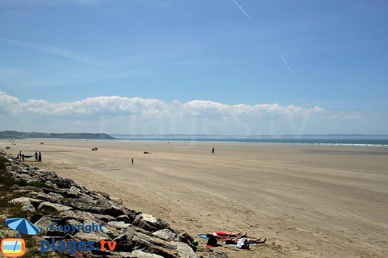 Grande plage de St Nic dans la baie de Douarnenez