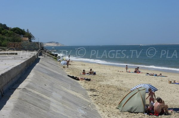 Beach in the center of Pyla sur Mer