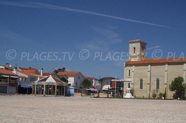 Place de l'église à La Tranche sur Mer
