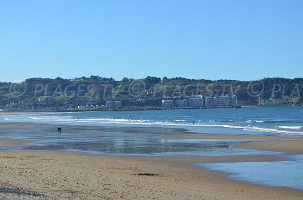 2 Jumeaux beach in Hendaye and view on Spain