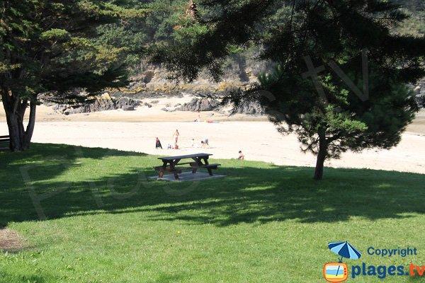 Table de pique-nique à côté de la plage des 4 Vaux