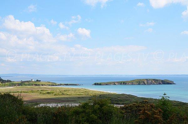 Photo de l'Ile de l'Aber avec sa plage dans la baie de Douarnenez